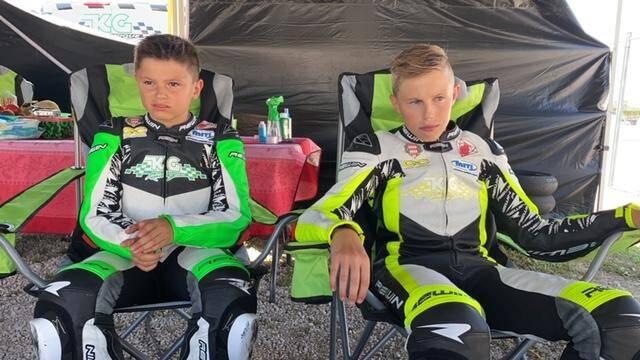 Nicolo et Valentino ont commencé la moto il y a deux ans et sont déjà des graines de champions.