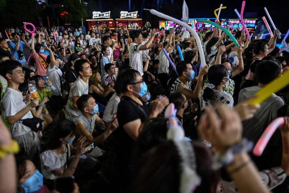 Des personnes assistent à un concert à Wuhan, le 4 août 2020 en Chine