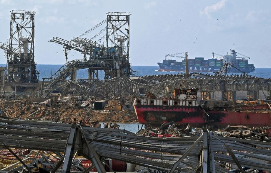 Le port de Beyrouth détruit, le 11 août 2020, six jours après la double exposition.