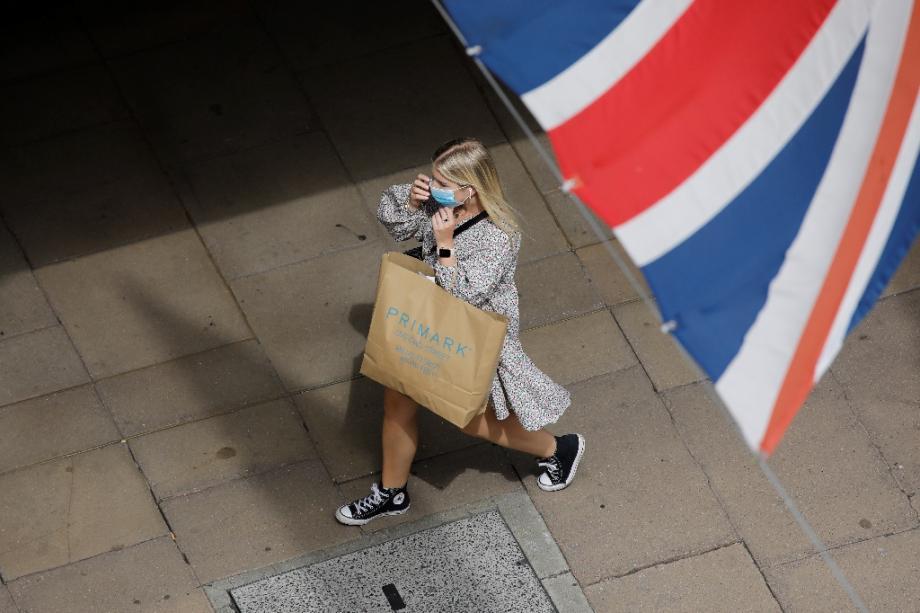 Sur Oxford Street à Londres le 24 juillet 2020