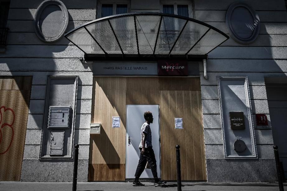 Un hôtel fermé à Paris le 27 mai 2020 à cause de la crise sanitaire et de l'absence de touristes
