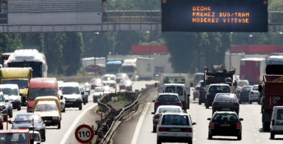 La circulation a atteint un niveau record samedi sur des routes surchauffées de France, avec un pic de bouchons de 820 kilomètres cumulés à la mi-journée