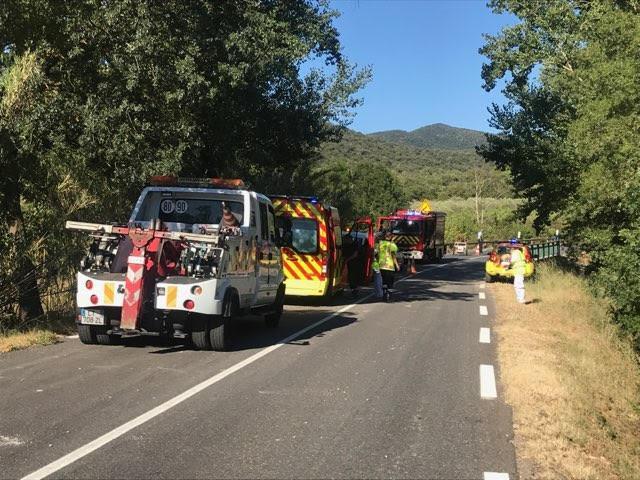 Malgré l'extraction de la victime, la circulation reste alternée sur la route menant à Collobrières.