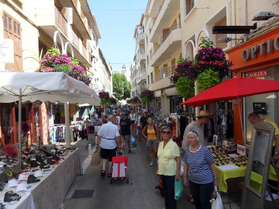 Dès lundi, 6 heures, le port du masque sera obligatoire dans le centre ancien de Toulon mais aussi rue Lamalgue, cette artère très commerçante du Mourillon.