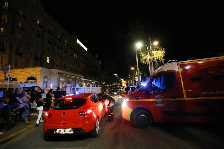 Les pompiers ont examiné des dizaines de personnes légèrement blessées dans le mouvement de foule à Cannes.