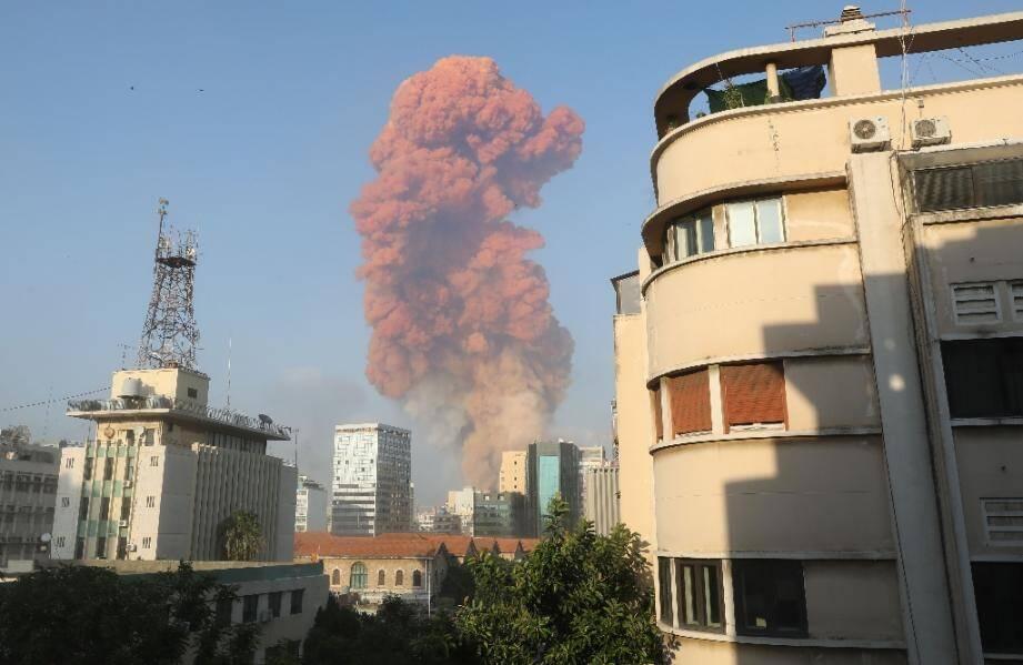 Deux puissantes explosions à Beyrouth ont fait plus d'une centaine de morts et des milliers de blessés et causé d'innonbrables dégâts dans la capitale libanaise.