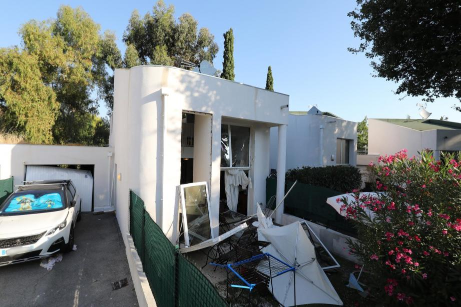La villa Freesia, impasse de Belvédère, a été soufflée par une explosion dans la nuit de samedi à dimanche.