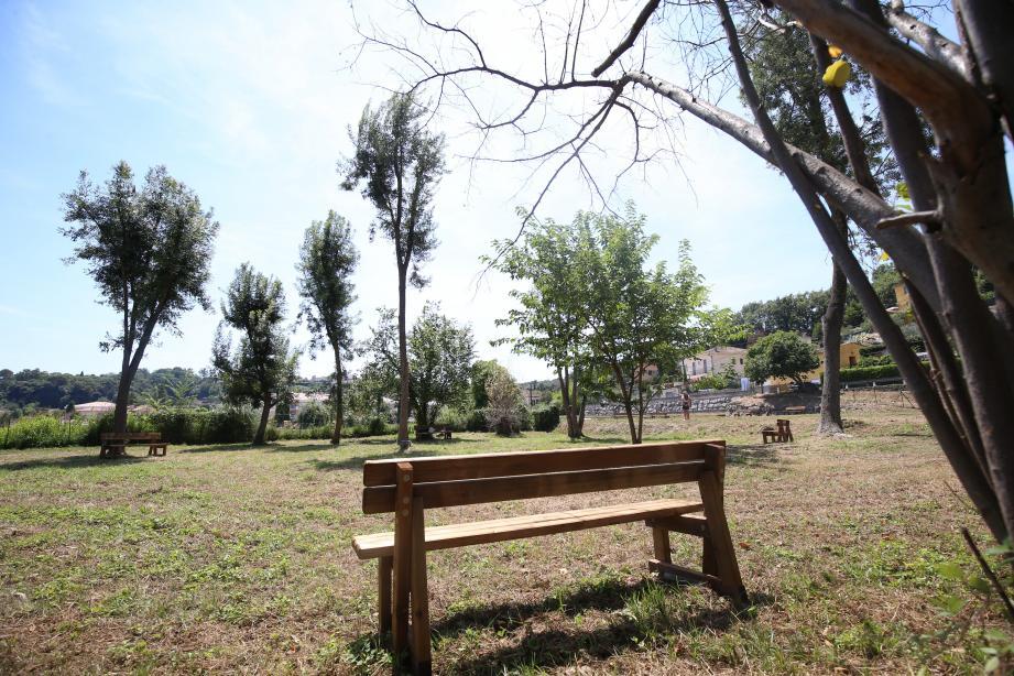 Le parc du Loubet fait 4.000m2 et est divisé en trois espaces: un pour l'éducation canine, un verger et un jardin.