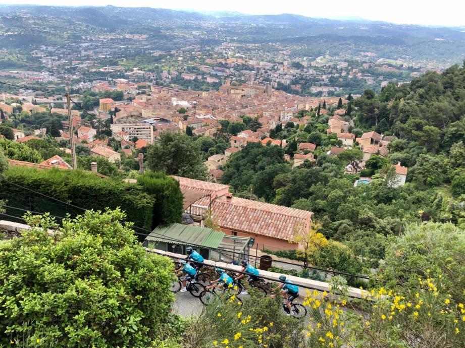 La traversée de Grasse en direction du col du Pilon.