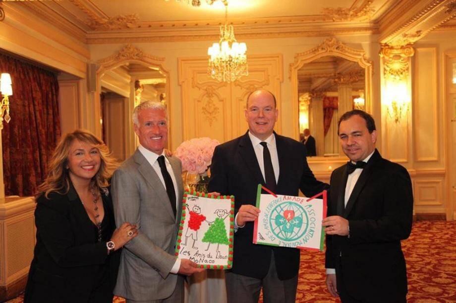 Bouran Hallani, la présidente des Amis du Liban, au bras de Didier Deschamps, le parrain de l'association, et aux côtés du prince Albert II et de Jérôme Froissart, le secrétaire général de l'Amade Mondiale.