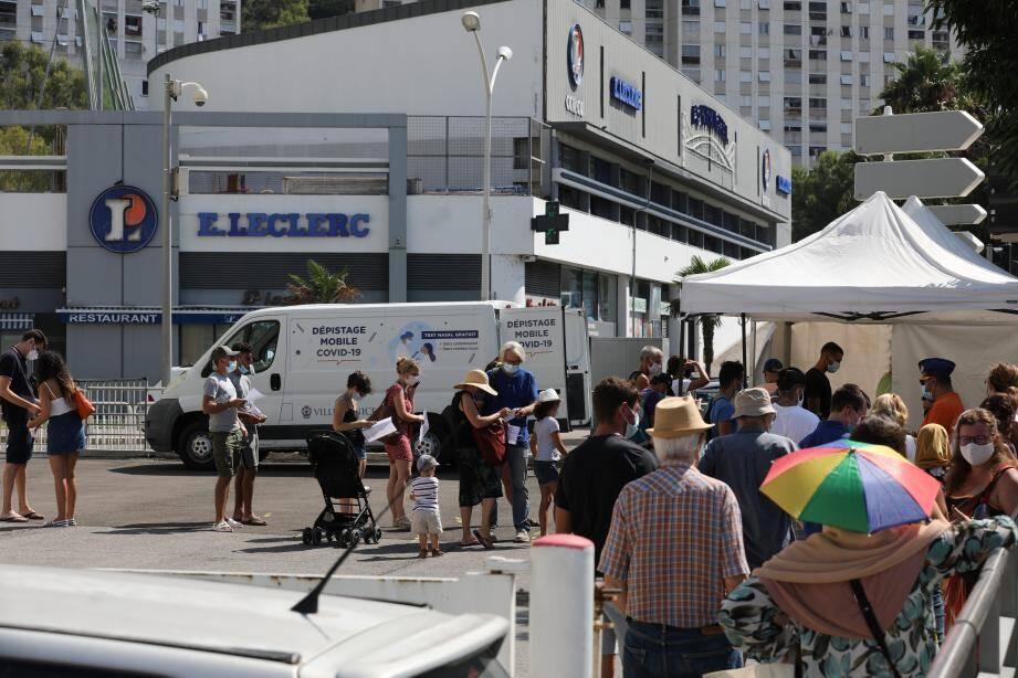 Hier matin, à Bon Voyage, il y avait foule devant le poste mobile de dépistage...