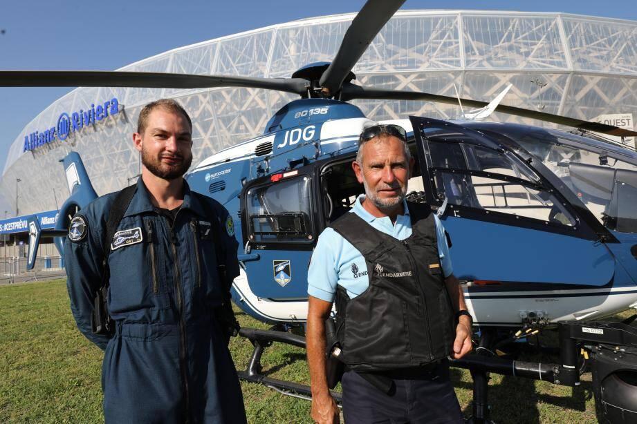 L'hélicoptère utilisé hier a permis de surveiller plus particulièrement le comportement des automobilistes et des routiers dans la descente de Crémat. Il a aussi facilité l'interpellation d'un fuyard.