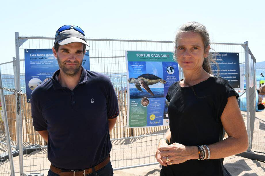 Selon l'experte Sidonie Catteau, ici avec Kévin Bergeron de la Cavem, on peut s'attendre à une éclosion des œufs entre les derniers jours du mois d'août et la mi-septembre.