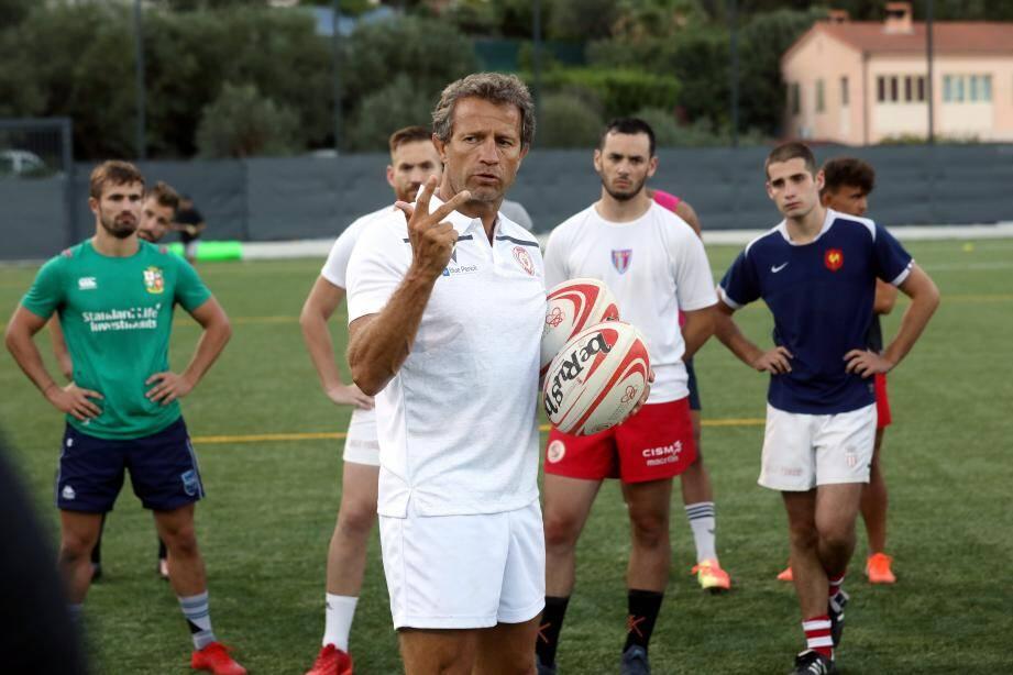 Fabien Galthié, sélectionneur de l'équipe de France de rugby, a dirigé l'entrainement de l'AS Monaco Rugby.