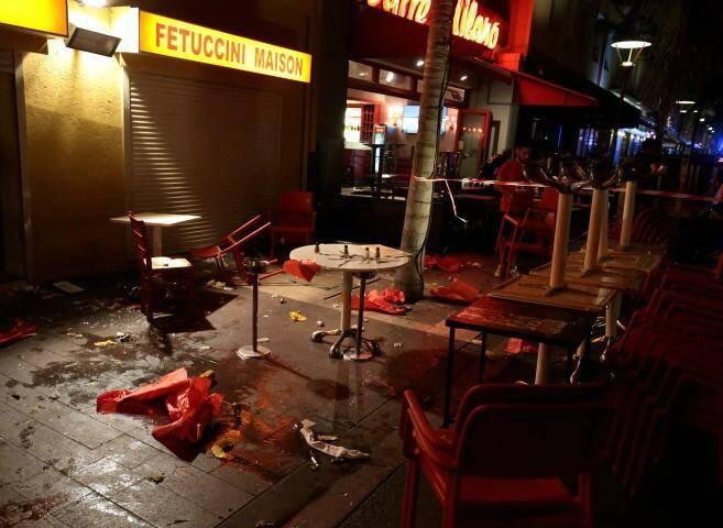Mouvement de panique à Juan les Pins peut-être dû à des pétards à 22h30. Une quarantaine de blessés légers.