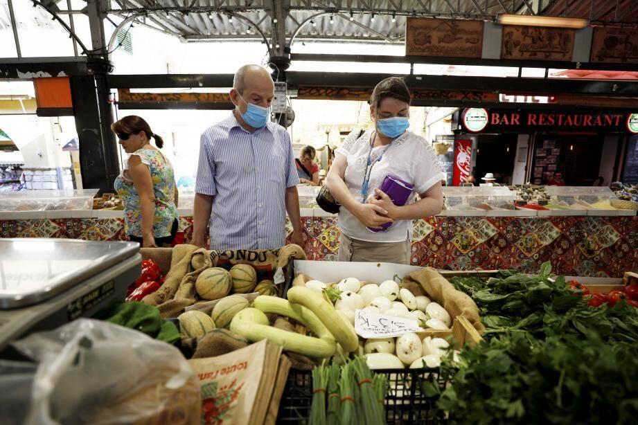 Masque obligatoire dans les marchés extérieurs.