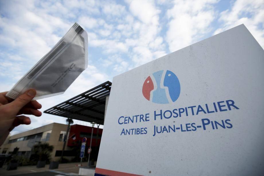 Les deux personnes hospitalisées ont été testées au sein de l'établissement.