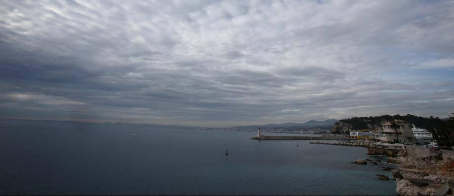 Ciel nuageux à Nice. Illustration.