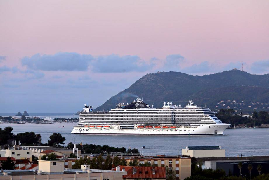 Un bateau de la compagnie MSC Croisières arrive au port de Toulon. Illustration.