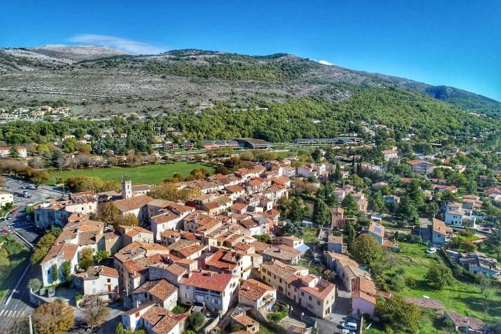 Le village de Saint-Vallier.