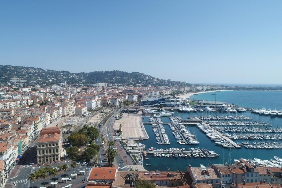 Une vue de Cannes. Illustration.