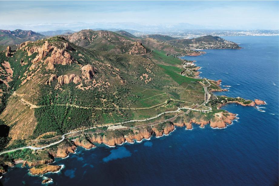 Une vue aérienne de l'Esterel.