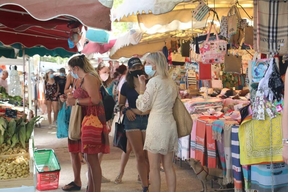 Sur le marché de Saint-Tropez.
