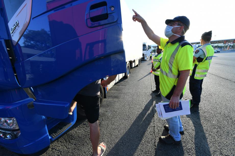 Les agents de la DREAL et les gendarmes ont contrôlé une vingtaine de véhicules ce samedi matin.