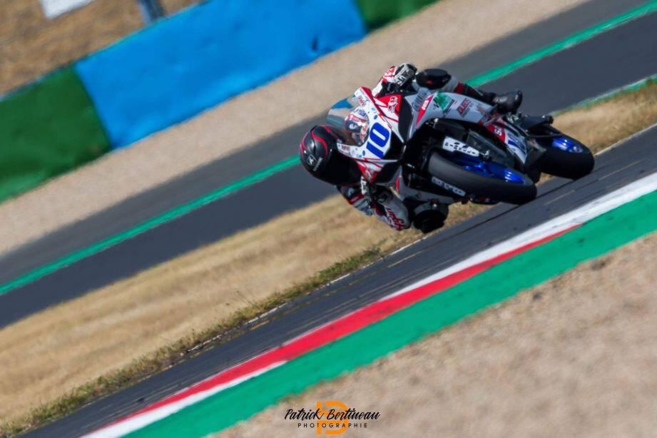Sur la piste de Magny-Cours qu'il affectionne particulièrement, Grégory Carbonnel (Yamaha R3) a tout de suite fait le grand écart.