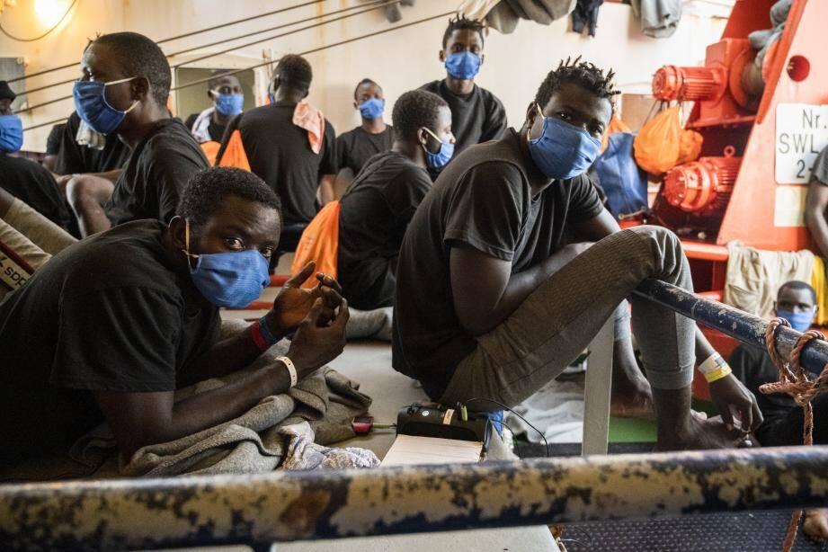 125 migrants sont à bord de ce bateau.