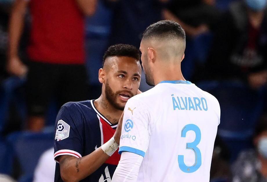 Alvaro Gonzalez de l'OM et Neymar du Paris Saint-Germain.