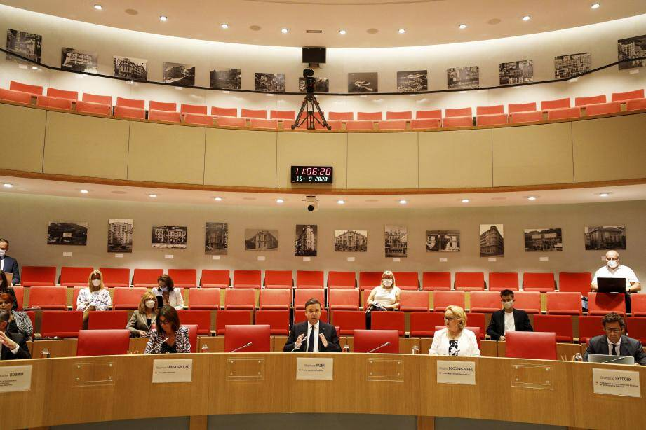 À l'heure de la rentrée politique, ce mardi, la crise liée à l'épidémie de Covid-19 est le principal sujet de préoccupation de la Haute assemblée.