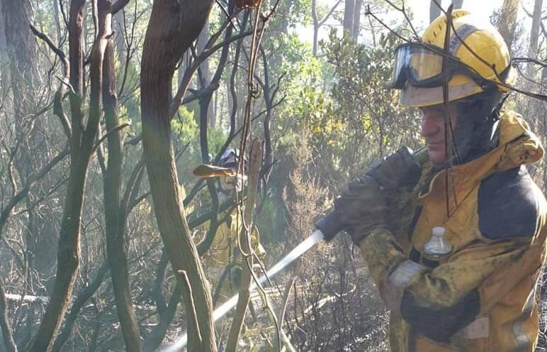 Depuis 6 heures du matin, les sapeur-pompiers luttaient contre les flammes.