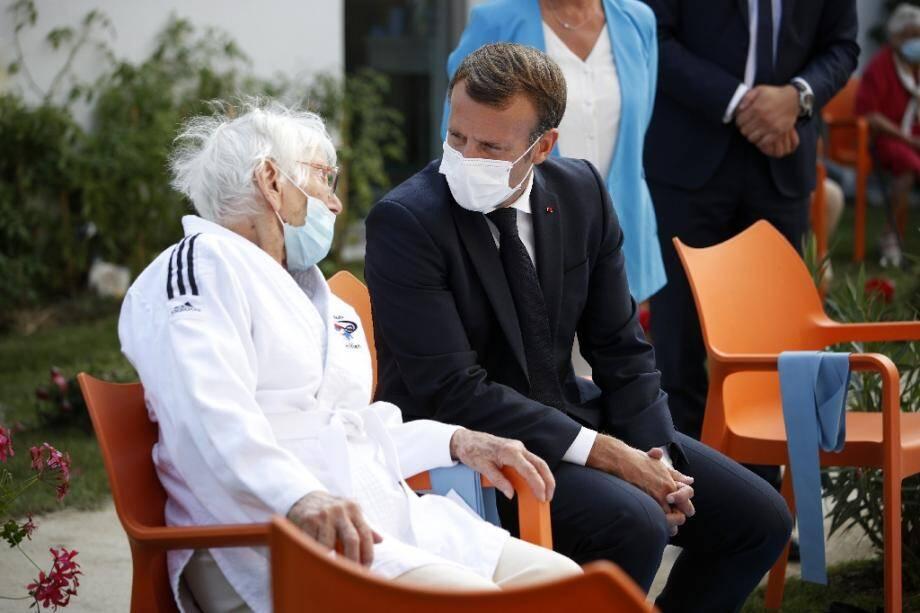 Emmanuel Macron en visite dans un Ehpad de Bracieux (Loir-et-Cher), le 22 septembre 2020