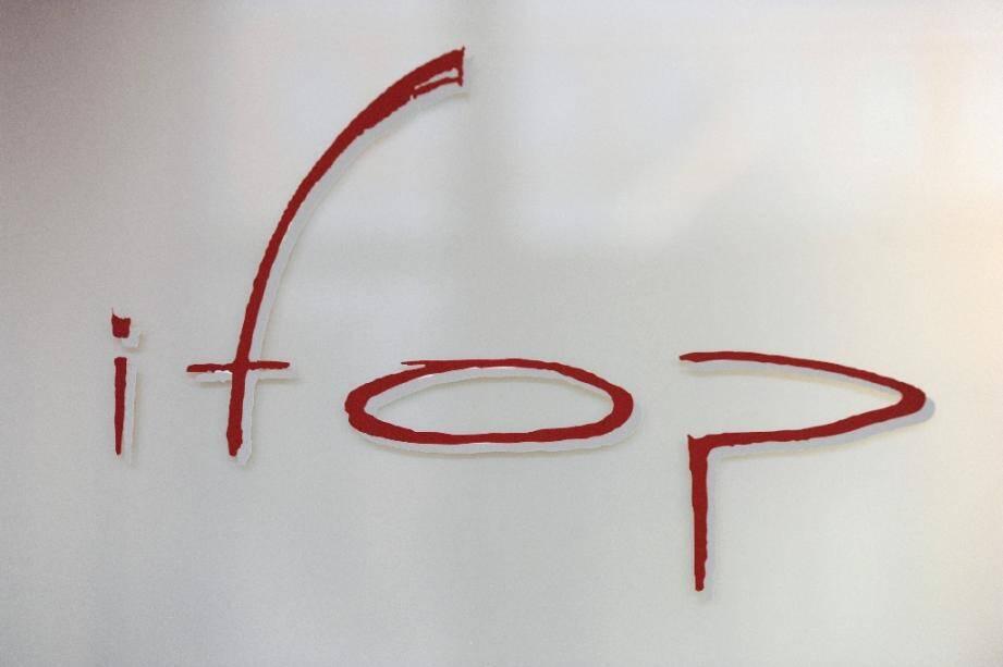 """Face au tollé suscité par la publication d'un sondage sur les tenues des lycéennes, l'hebdomadaire Marianne et l'Institut de sondage Ifop ont défendu mercredi leur démarche, arguant d'un sujet """"au coeur du débat public"""""""