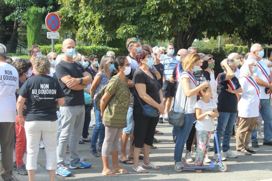 Une partie des nombreuses personnes venues soutenir l'association.