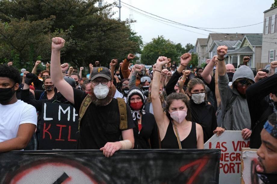 Manifestation à Louisville, dans le Kentucky, le 23 septembre 2020, après l'annonce de l'inculpation d'un des trois policiers impliqués dans la mort de Breonna Taylor