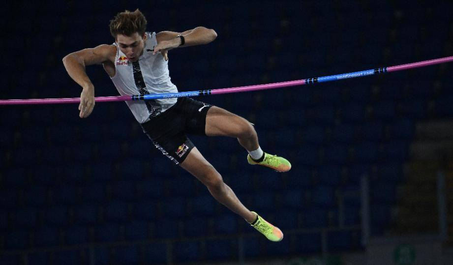 Armand Duplantis franchit une barre à 6,15 m lors du meeting Ligue de diamant de Rome, le 17 septembre 2020