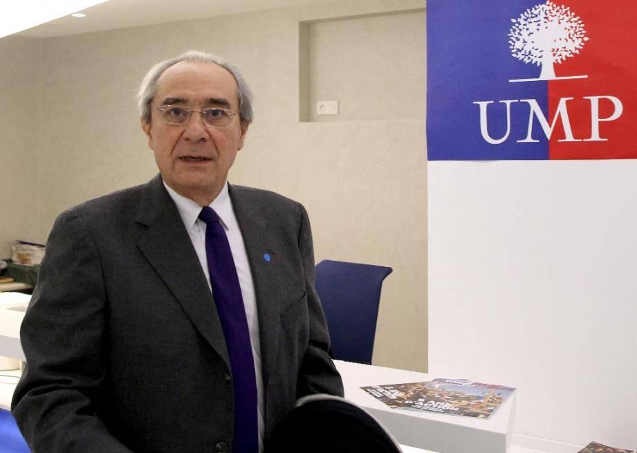 L'ancien ministre et ex-député de droite Bernard Debré, le 24 janvier 2012 à Paris