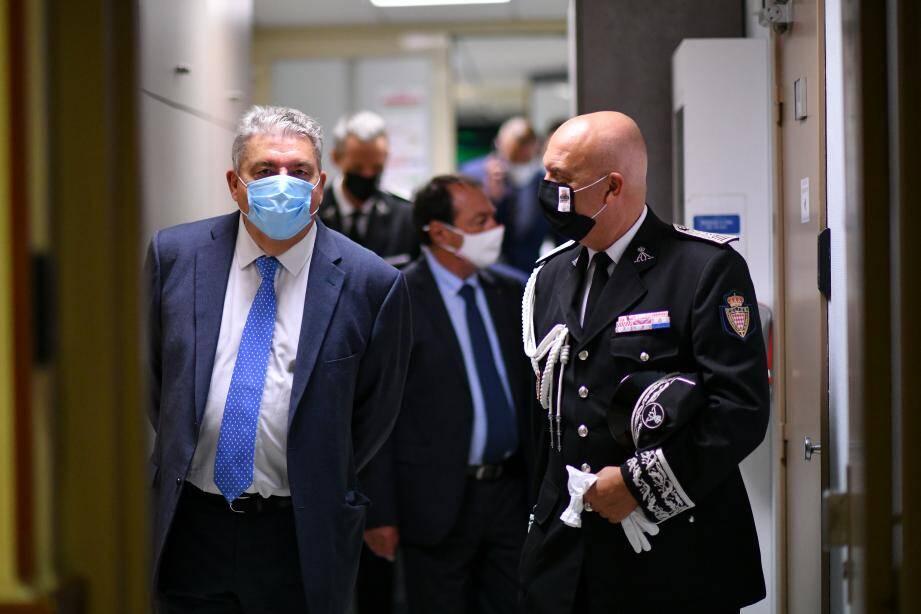 Le ministre d'Etat, Pierre Dartout, et le directeur de la Sûreté publique, Richard Marangoni.