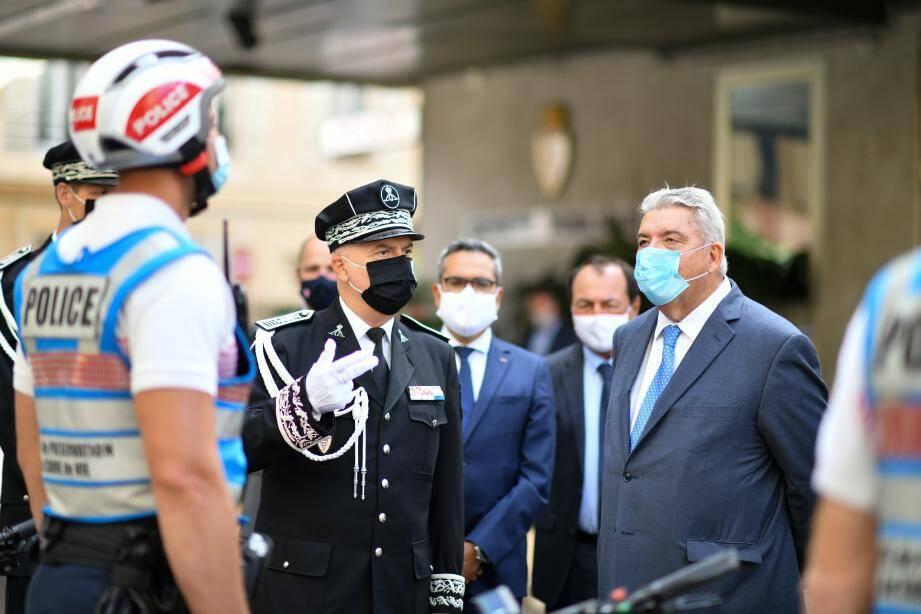 Motards, cyclistes de l'Unité de préservation du cadre de vie, limiers plongés dans les dossiers… Pierre Dartout s'est familiarisé avec la police monégasque.