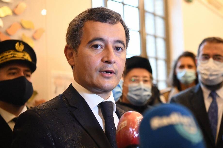 Le ministre de l'Intérieur Gérald Darmanin s'adresse à la presse lors de la visite de la visite d'une synagogue à Boulogne-Billancourt pour la fête juive de Yom Kippour, le 27 septembre 2020 dans les Hauts-de-Seine