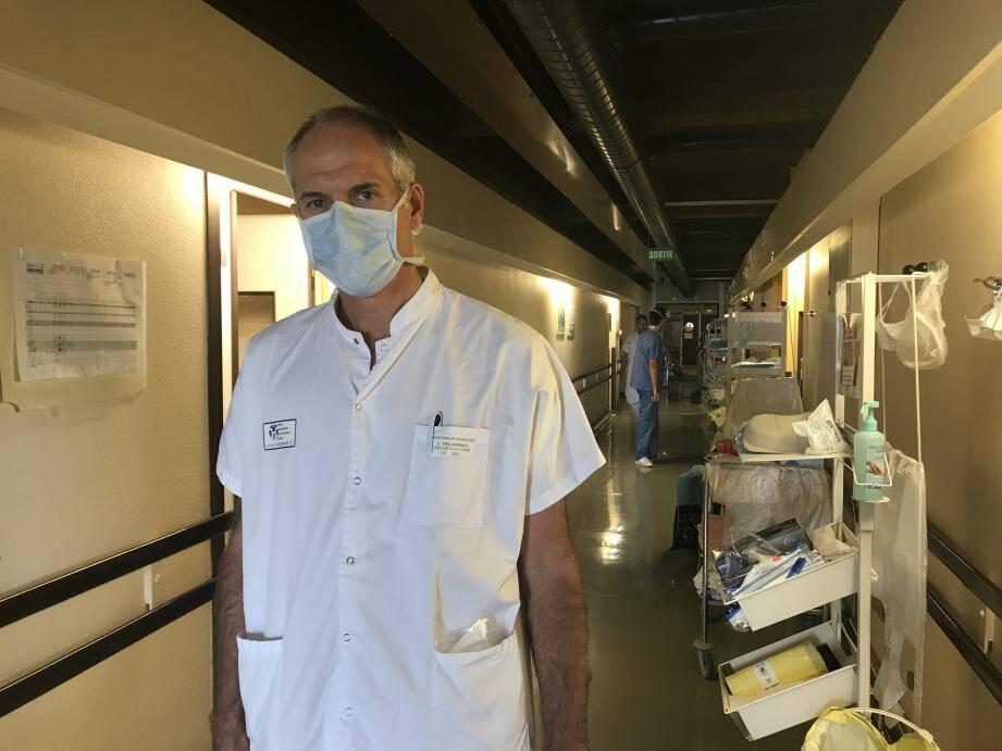 """Covid, non Covid: """"Nous ferons le maximum pour prendre en charge tous les patients"""", insiste le Pr Dellamonica, chef du service de réanimation de l'Archet 1."""
