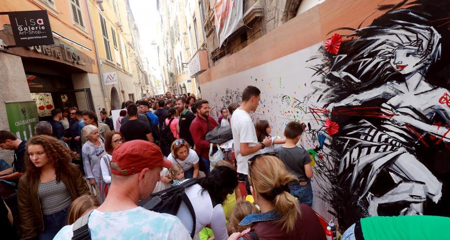 Initialement prévue en mai, la troisième fête de la rue des arts prendra possession des lieux jusqu'à samedi soir, sous l'impulsion de Jean-François Ruiz  et des commerçants du quartier.