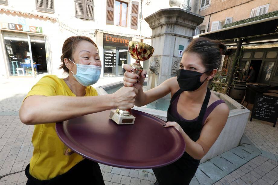 """""""Nous sommes encouragés, on s'amuse beaucoup. C'est une chouette initiative"""", se réjouit Carine, participante pour le restaurant Anh Dao."""