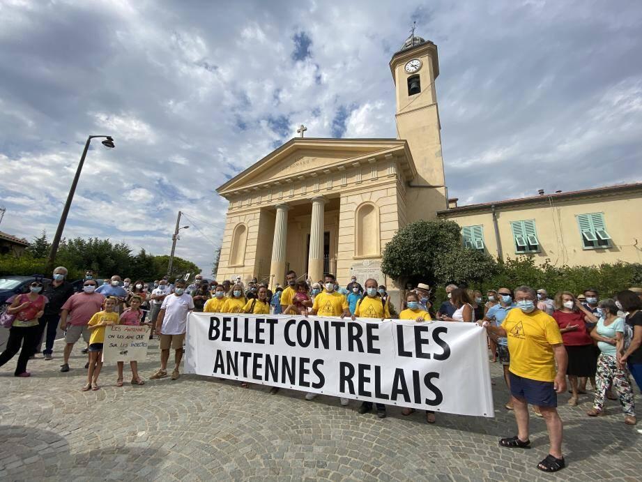 Des habitants de Saint-Roman-de-Bellet se mobilisent depuis plusieurs mois contre une antenne de 21 mètres de haut, censée, selon eux, servir à la 5G.