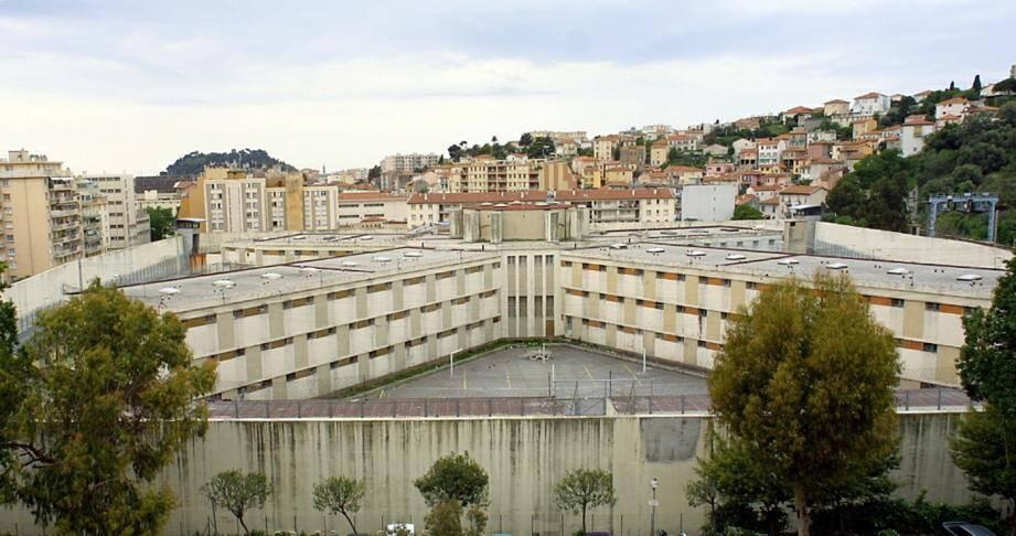 Des détenus de la maison d'arrêt de Nice tiendront la cuisine de l'établissement pénitentiaire à partir de la fin du mois et serviront à manger à leurs surveillants.