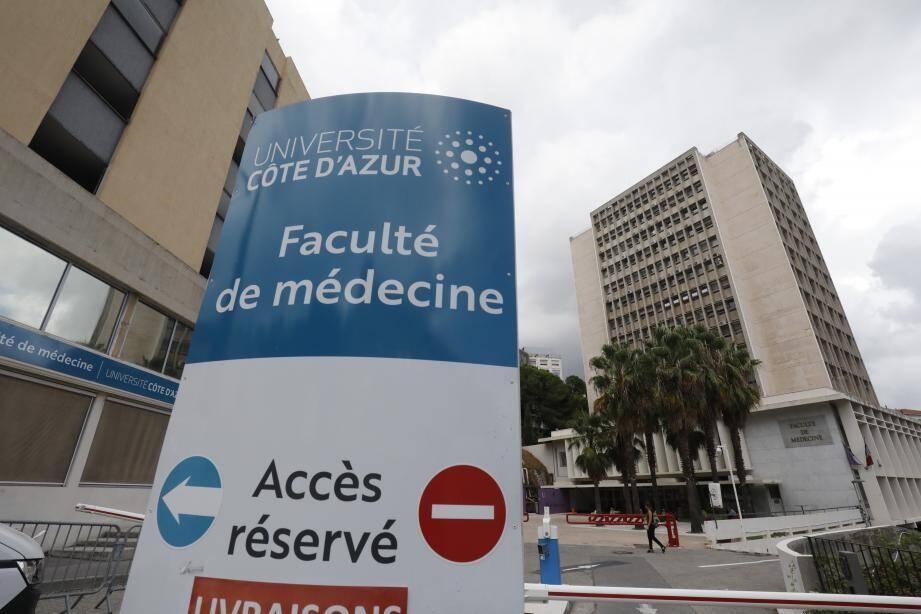 À Nice, les parents d'étudiants des nouvelles fillières PASS et LAS ont écrit à la ministre Frédérique Vidal sur le problème de place en 2e année de médecine .