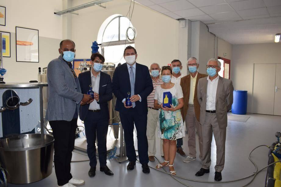 Bhagath Reddy (à gauche), le directeur de la distillerie Comte de Grasse, a reçu une aide de la Région Sud à hauteur de 500.000 euros.