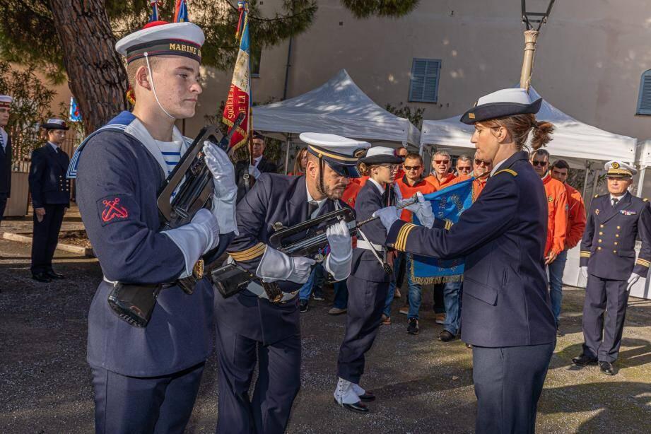 Les stagiaires ont la possibilité de participer à des cérémonies patriotiques.